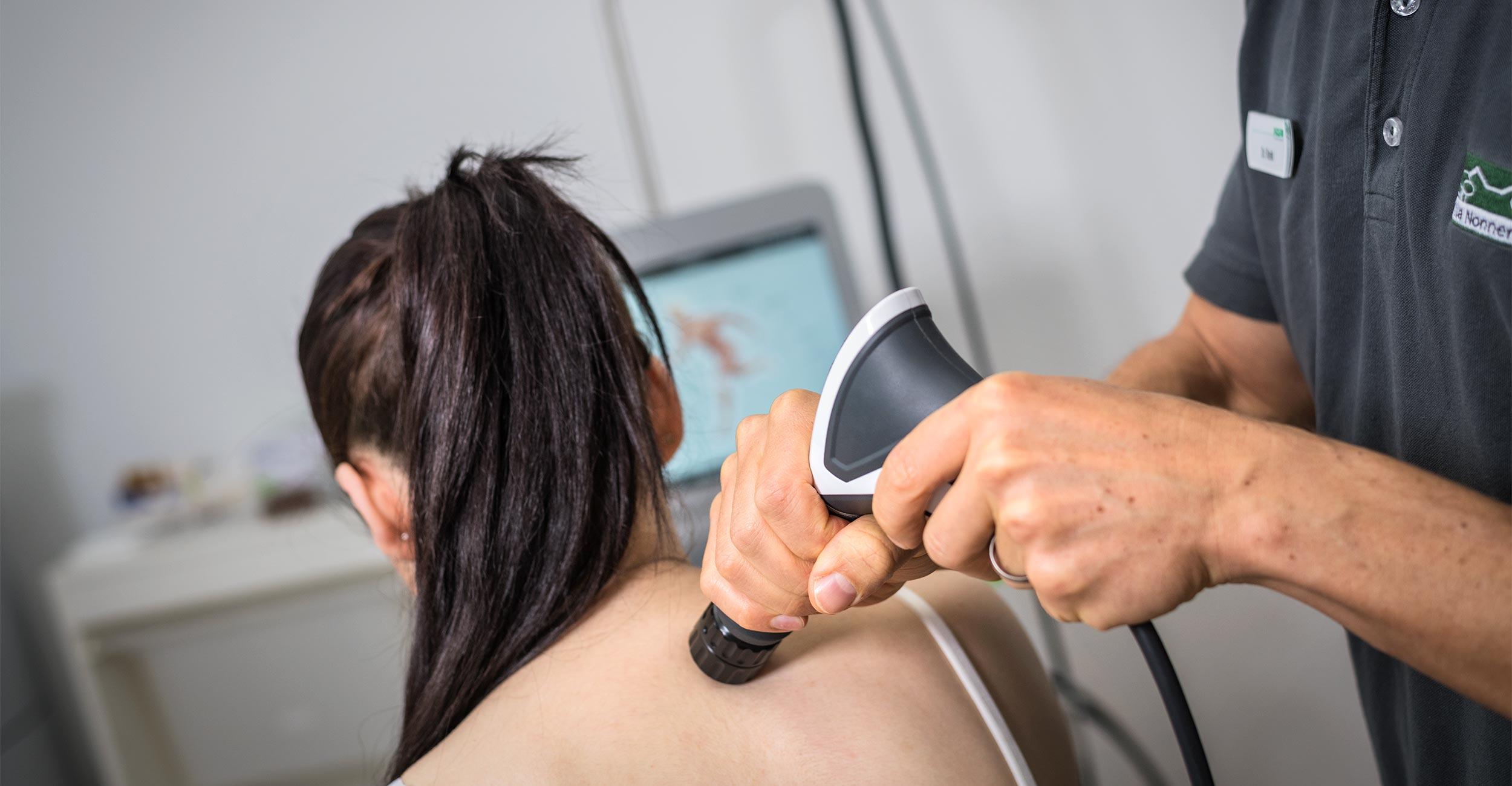 Fokussierte Stoßwellentherapie zur Schmerzreduzierung